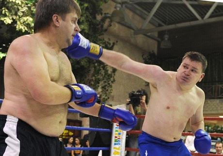 Белые воротнички против бойцовского клуба