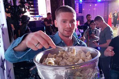 Евгений кузнецов поел пельменей из кубка стэнли и чуть его не украл