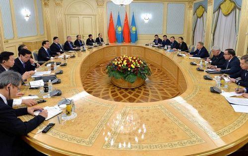 Глава государства встретился с премьером госсовета кнр