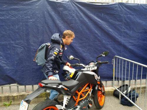 Гонщики «феррари» обожают мотоциклы. их коллекции оцениваются в сотни тысяч долларов