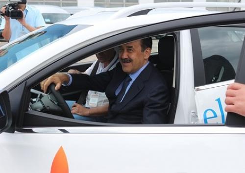 К.масимов протестировал казахстанский электромобиль