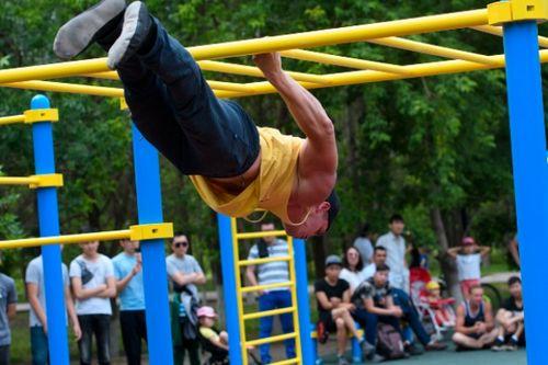 Массовые тренировки на street-workout площадках прошли одновременно по всей стране