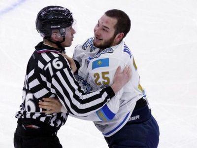 Назаров вернул кхл агрессора рыспаева: 4 матча – 4 драки! (видео)