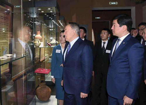 Нурсултан назарбаев посетил музей истории алматы