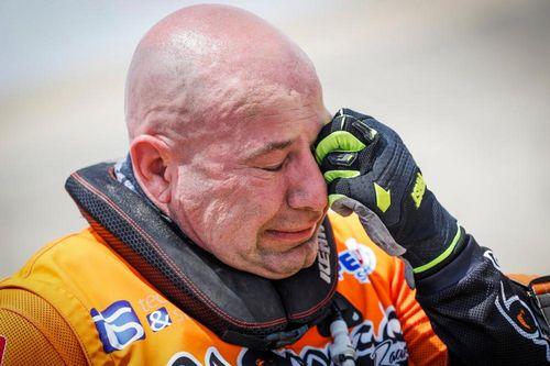 Он заплакал, но не сдался. обычный продавец машин стал героем «дакара»