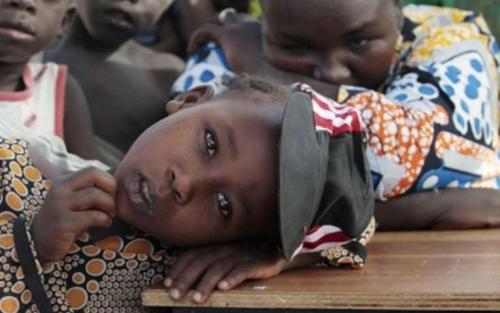 От голода и антисанитарии в нигерии умирают дети