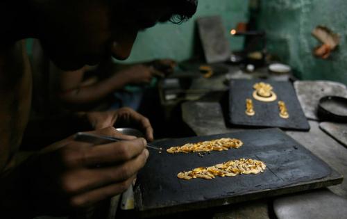 Производителей ювелирных изделий возьмут под контроль