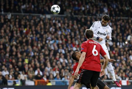 «Реал» «манчестер юнайтед». жозе моуринью считает шансы команд на выход в следующий раунд равными