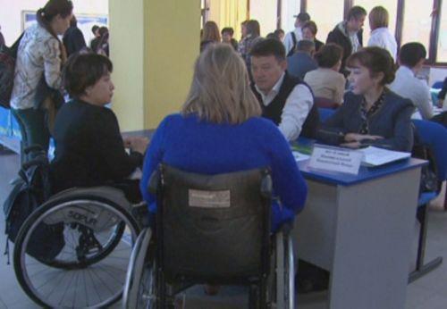 В алматы проходит ярмарка вакансий для людей с ограниченными возможностями