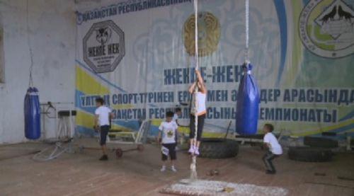 В атырауской области юные борцы вынуждены тренироваться в старом здании