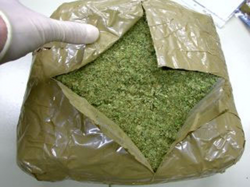В купе проводника пассажирского поезда алматы-атырау изъяли крупную партию наркотиков