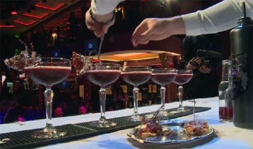 В латвии выбрали лучшего бармена мира