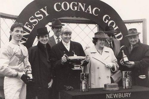 В ожидании hennessy gold cup chase. британские скачки со звездами
