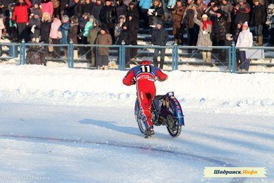 В шадринске завершился полуфинал личного чемпионата россии по мотогонкам на льду. соревнования прошли на стадионе торпедо. - «спорт»