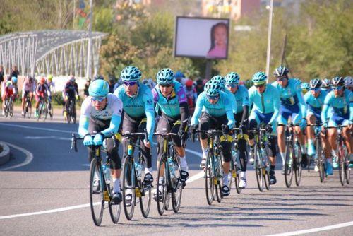 Велогонщики astana pro team выиграли «тур алматы-2017»