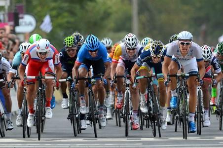 Второй этап «тур де франс» завершился красивой победой яна бакелантса